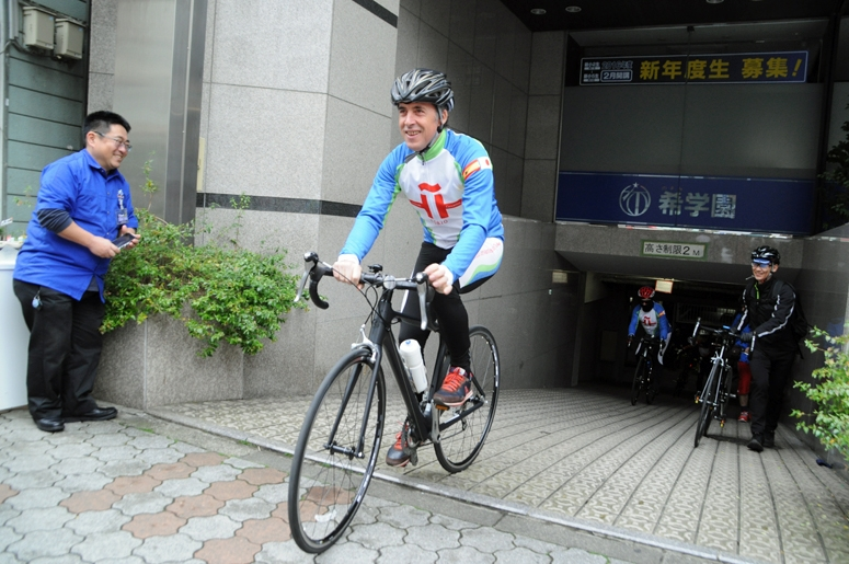 サイクリングをサポートしたのはY's Road(ワイズロード)。デルガド氏はワイズロードのオリジナルブランド『ANTARES(アンタレス)』で東京を走った
