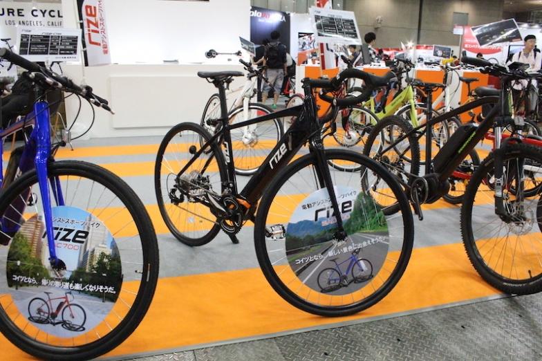 日本のアサヒサイクルから来春に発売されるeロードバイク「rize・D700」は重量17.5kg