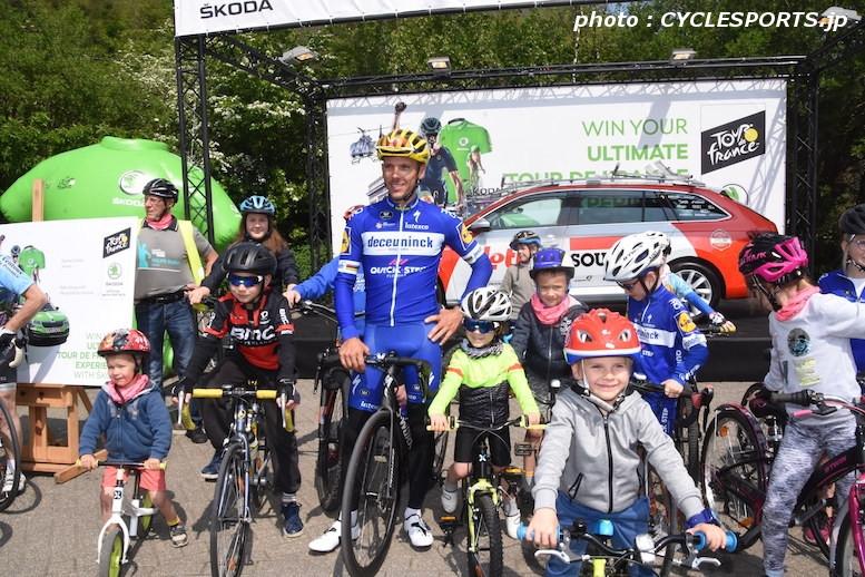 地元で開催されたファンイベントで子供たちとサイクリングを楽しんだジルベール