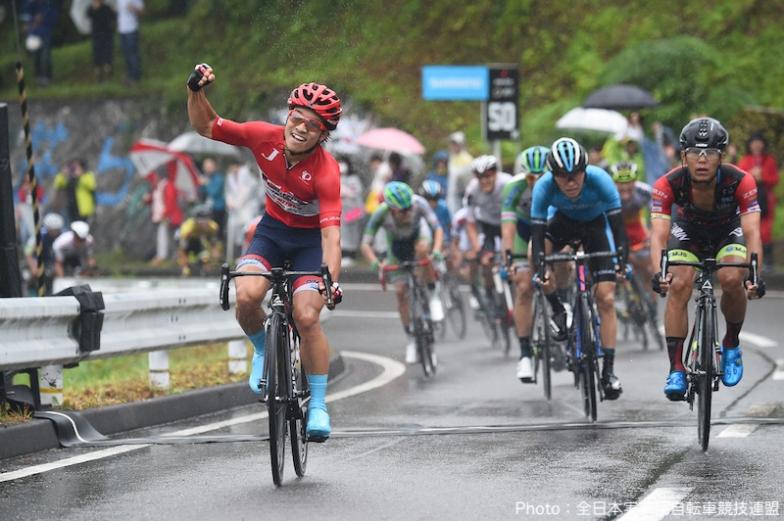 石川サイクルロードレースでは異例の集団スプリントを制して岡篤志(宇都宮ブリッツェン)が優勝