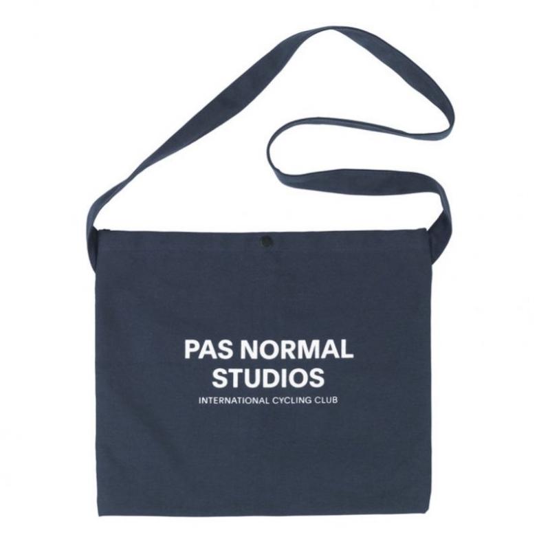 パス・ノーマル・スタジオの製品をキャンペーン期間中に1万円以上購入すると、先着でオリジナルサコッシュバッグをプレゼント!
