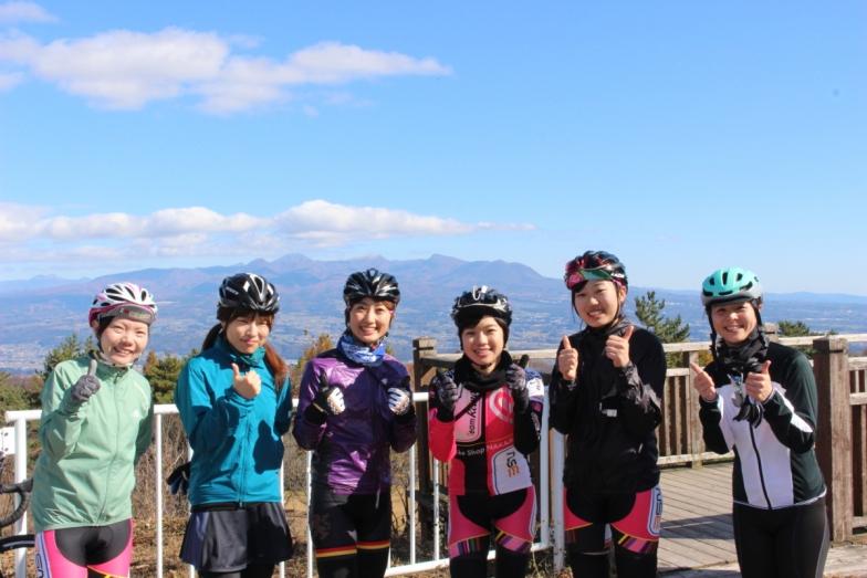 この日のライドに参加した女性みんなで集合写真。女性の比率高めかも Photo:Kaduki Watanabe