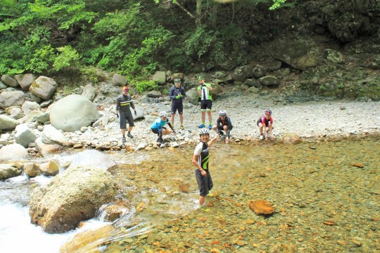 ランチの前には川へ!那須岳からの冷たい源流が気持ち良い