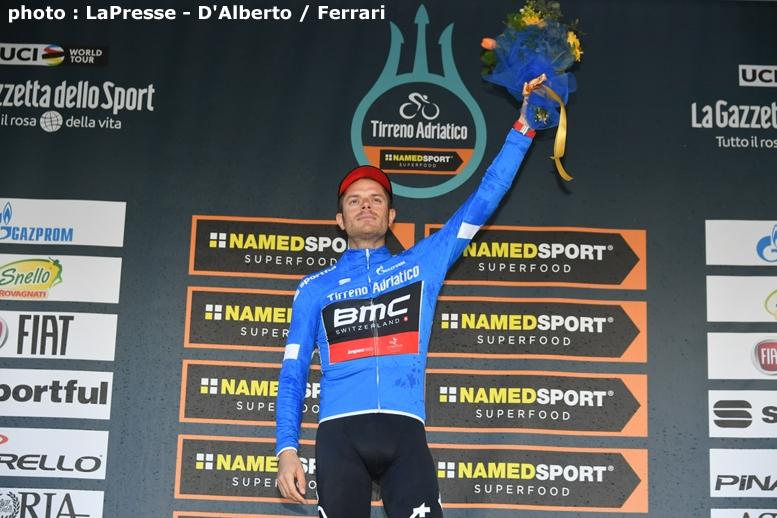 総合リーダージャージのマリア・アッズーラを獲得したイタリアのカルーゾ