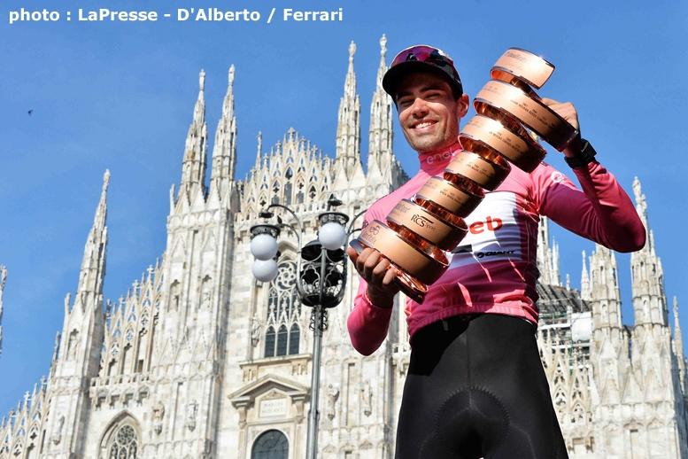 ミラノのドゥオーモを背に、優勝トロフィーを掲げたオランダのドゥムラン