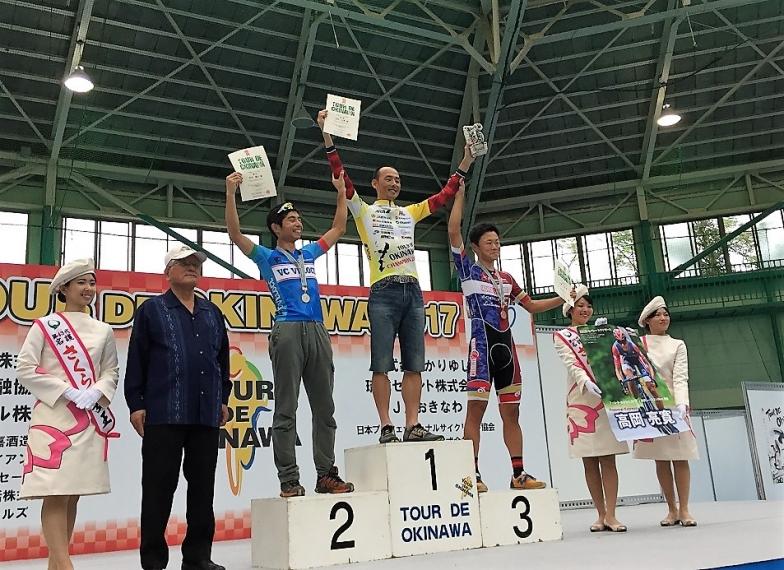 市民210km表彰式 市民レース210kmでは、高岡亮寛選手(ロッポンギエクスプレス)が大会史上初の5回目の、そして3年連続の優勝を飾った