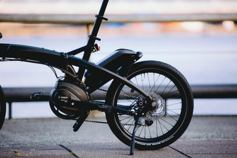 ボッシュ eバイクシステム搭載の「Vektron S10」は、短時間充電(2.5h)と長時間バッテリーによる充実した長距離走行(最長100km)が可能な次世代フォールディングバイク