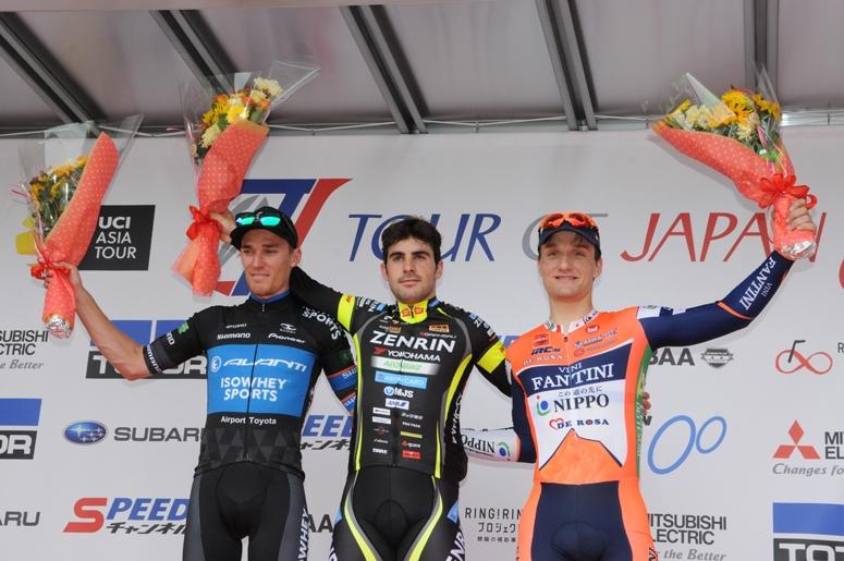 左から2位のジャコッポ、優勝したアベラストゥリ、3位のマリーニ