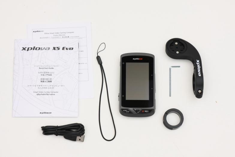 販売パッケージは本体のほかに、ハンドルマウント、USBケーブルなどが付属する