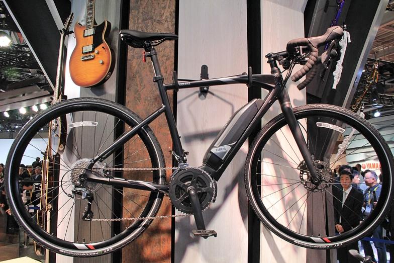 クロスオーバーロードバイク「YPJ-ER」。タイヤには700×35Cを履き、河川敷の砂利道程度なら簡単に走破できる