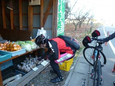 バッグがあれば直売所の野菜も買って帰ることができる Photo:Yoko Oya