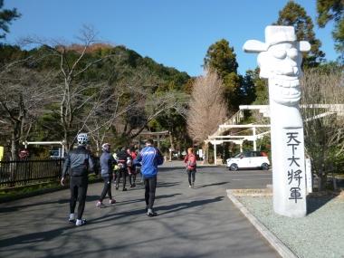 高麗神社で参拝 Photo:Yoko Oya