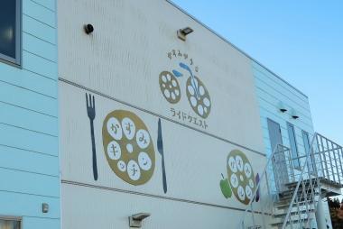 霞ヶ浦沿いにあり、見つけやすい Photo:大宅陽子