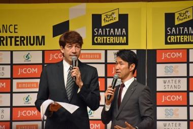 イベントの司会進行は、すっかりなじみとなったこの2人。栗村修氏(右)とサッシャ 氏(左)