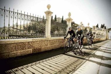 冬〜早春のサイクリング、トレーニングの愉しみに適したウエアをデマルキから ©️De Marchi
