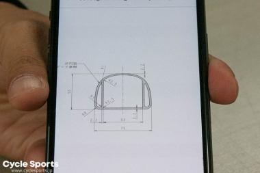 メインフレームに使われるチューブの断面図。内壁が設けられ、強度を上げていることがわかる