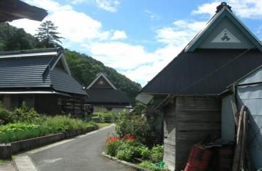 【東草野の山村景観】 豪雪地である東草野は、甲津原、曲谷、甲賀、吉槻の4集落からなる重要文化的景観。