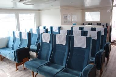 客室内は45席。Wifiも完備されている