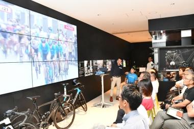 全日本ロードのダイジェスト映像を見ながら、優勝者の入部選手がコメント