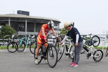 eバイク試乗コーナーも設けられ、最新のロードタイプなどさまざまなeバイクを多くの人が乗り比べた