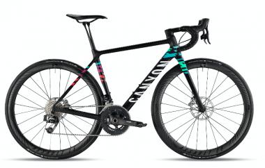 女性専用モデルのトッ プモデル、アルティメット WMN CF SLX も試乗可能 ©Canyon Bicycles