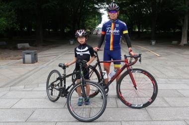 藤本琉生君と父の康生さん Photo:サイクルスポーツ編集部