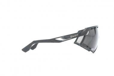 テンプル、フレーム前部、レンズに空気穴が配置され、快適性を保つパワーフロー・ベンチレーションシステム
