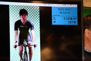 通常のポジションで時速40kmを出すために必要な出力が右上に表示されている