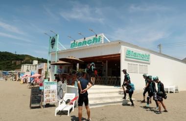 夏限定のビアンキビーチハウス Photo:サイクルスポーツ編集部