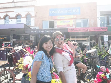 自転車メガネとフラワーバイクで登場したこちらの女性は、実は大学の恩師!