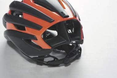 ●風洞実験結果により後頭部の通気口を大きくデザインしたトレンタ。アジャスターや後頭部のパッド接触位置も微細にフィッティング調整できる
