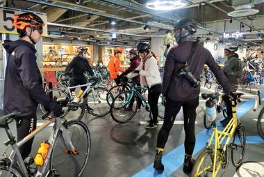 プレイアトレ土浦内で組み立て、バイクのレンタルができる Photo:大宅陽子