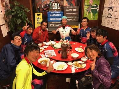みんなで円卓を囲んでがっつり食事を楽しむ! Photo:双龍店長