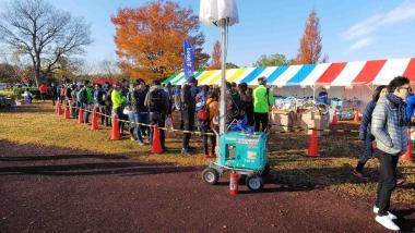 人気のアウトレットコーナーは掘り出し物を探す人で長蛇の列!