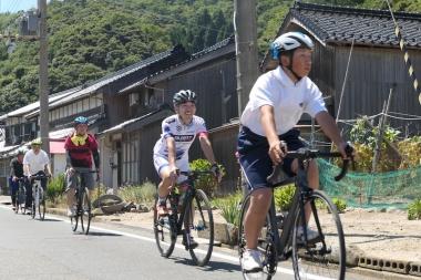 伊根町でのシルベストサイクル、ガーミンジャパン協働のもと地域住民とともに行ったライドイベント。初めて乗るロードバイクに感嘆の声も多く聞かれた。