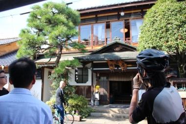 与謝野町の複合健康増進施設「クワハウス岩滝」を拠点に行ったモニターツアー。与謝野町の伝統である「ちりめん街道」を散走し文化や歴史に大きな気づきがあった。