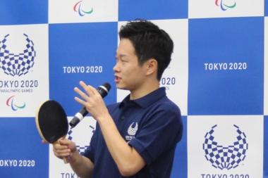 リオパラリンピックに出場した卓球の岩渕幸洋選手。相手の弱点を狙ったプレーをするのはオリンピックもパラリンピックも変わらない。それを逆手に、装具を付ける左足側を狙われることを考えたラケットを使う