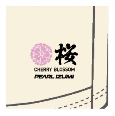 バックポケットには「桜」の文字入り。外国の方へのプレゼントやお土産にも最適