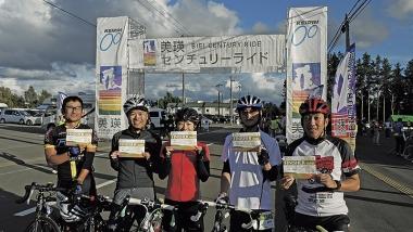 ●ゴール後の爽やかな笑顔をくれたのは、岩見沢市ファンライドサークルに所属する会社の同僚。てんこ盛りのアップダウンでヘトヘトになっても「沿道の声援がうれしかった」と語る