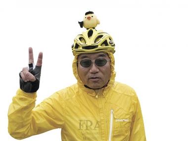 ●7回目の参加となる谷川明弘さんは、日ハムと黄色好きが高じてこんな姿に。「イベントで見かけたらひよこおじさんと呼んでください」(笑)