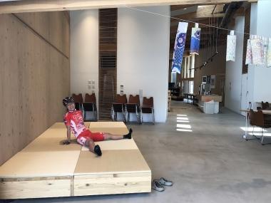 施設内は外とシームレスな休憩場所もあるので、無理のないペースで練習できる