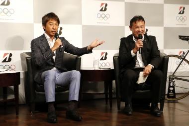五輪代表経験のある荻原次晴氏(写真左 )と鈴木光広氏(写真右)によるトークショー。2人はときおりジョークを交えながら五輪出場当時の思い出話やブリヂストンが五輪スポンサーとなるにあたっての期待を述べた
