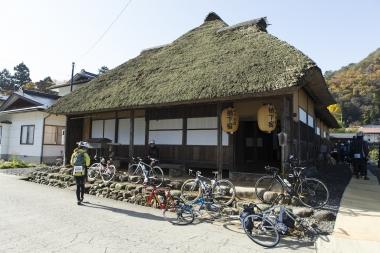 第1エイドの「滝沢宿」。江戸時代に整備された羽州街道沿いの風情のある道をコースに取り入れている