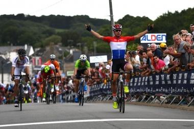 オランダのU23王者ヤコブセンが混沌のスプリントを制す(photo:Le Tour de l'Avenir)