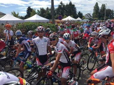 スタートラインのU23日本(photo:CyclismeJapon)