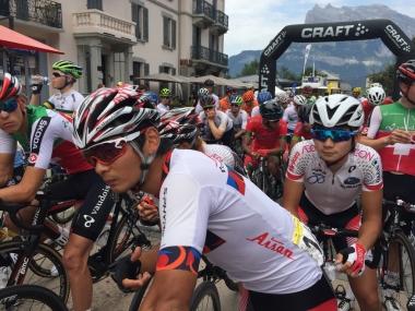 スタート前の岡本と石上(photo:CyclismeJapon)