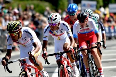来季チームスカイへの移籍が噂されるパヴェル・シバコフを含む強力な逃げが終盤まで集団に抵抗 photo:Tour de l'Avenir