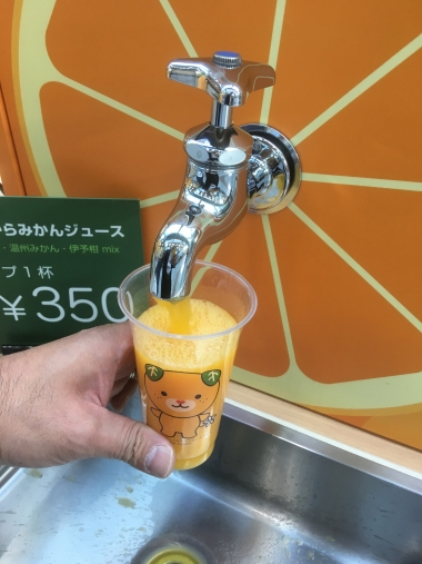 番外編:松山空港では蛇口からみかんジュースを飲めるで