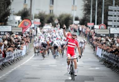 強力なベルギーやポーランドチームの追い上げに抵抗し、ソロ逃げ切り優勝を掻っ攫ったキャスパー・アスグリーン(デンマーク)photo:Tour de l'Avenir