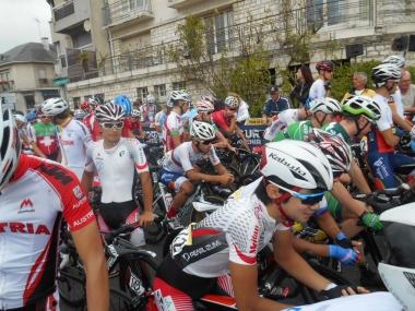 スタート地点のU23ジャパンナショナルチーム(photo:CyclismeJapon)